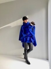 "Model ""Brussel"" poncho en winter"