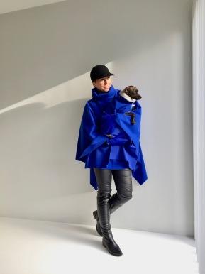 """Model """"Brussel"""" poncho en winter"""